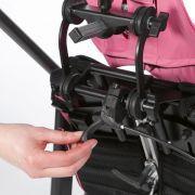 Zentraler Auslösehebel für Sitzkantelung und Trennung von Sitz und Untergestell