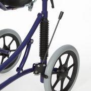 Hinterrad-Bremse mit einem gut zu erreichenden Bremshebel macht die Bedienung äußerst einfach.
